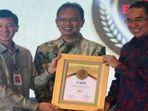 bca-raih-lima-penghargaan-indonesia-best-banking-award-2016_20161225_133424.jpg
