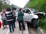 begini-video-kondisi-penumpang-dan-mobil-yang-kecelakaan-di-jls-salatiga_20170103_105140.jpg