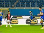 bek-brasil-parma-hernani-merayakan-kemenangan-setelah-membuka-skor-atas-ac-milan.jpg