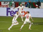 bek-inggris-luke-shaw-tengah-melakukan-selebrasi-setelah-mencetak-gol-di-final-euro-2021.jpg