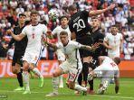 bek-jerman-robin-gosens-menyundul-bola-dalam-laga-euro-2021-antara-jerman-vs-inggris.jpg