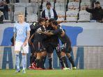 bek-juventus-asal-brasil-alex-sandro-tengah-merayakan-mencetak-gol-melawan-malmo.jpg