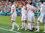 bek-spanyol-aymeric-laporte-24-dan-rekan-satu-timnya-merayakan-mencetak-gol.jpg