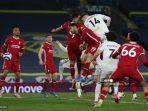 bek-spanyol-leeds-united-diego-llorente-3r-mencetak-gol-penyama-untuk-membuat-skor-1-1.jpg