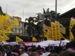 bendera-partai-politik-mendominasi-aksi-kita-indonesia_20161204_104743.jpg