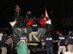 bentrok-demo-buruh-di-depan-istana-merdeka_20151030_224132.jpg