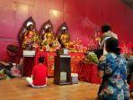 Masyarakat Tionghoa Berbondong-bondong Padati Wihara Dharma Bakti