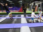 bermain-trampolin-di-amped-trampoline-park_20170429_013303.jpg