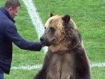 beruang-pembawa-bola-di-liga-rusia_20180419_221242.jpg