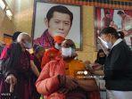 biksu-buddha-raja-bhutan-jigme-khesar-namgyel-wangchuck.jpg