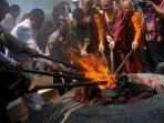 biksu-lakukan-prosesi-pengambilan-api-dhamma-waisak_20160520_153457.jpg