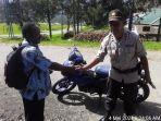 Pascapembakaran Sekolah oleh KKB, Binmas Noken Polri Sambangi Kampung Kimak Ilaga