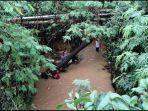 bocah-kelas-2-sd-di-batam-hanyut-terseret-arus-drainase-saat-main-hujan-fot.jpg
