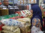 budi-pemilik-toko-mekkah-di-tanah-abang_20150905_111121.jpg