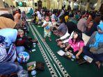 buka-puasa-bersama-di-masjid-raya-bandung_20190507_201157.jpg