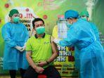 bupati-klungkung-i-nyoman-suwirta-suntik-vaksin-covid-19_20210128_160125.jpg