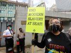 buruh-migran-demo-di-kedubes-china-protes-perbudakan-abk_20201217_135244.jpg