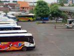 bus-akap-dan-akdp-berhenti-beroperasi-terminal-purabaya-sepi_20200428_153816.jpg