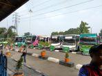 bus-akap-terparkir-di-terminal-kampung-rambutan_20180603_124231.jpg