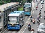 bus-aptb-masuk-jalur-busway_20160525_005759.jpg