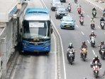 bus-aptb-masuk-jalur-busway_20160525_005851.jpg