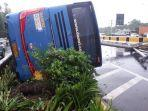 bus-damri-terguling-dari-mtmc-polda-metro.jpg