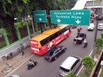bus-feeder-transjakarta-stasiun-palmerah-bundaran-hi_20160426_233120.jpg