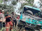 Bus Rombongan Ibu-Ibu Pengajian Terjun ke Jurang Sedalam 50 Meter, 2 Orang Tewas Terjepit di Depan