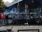 bus-tentara-terbakar-setelah-menjadi-sasaran-bom-di-damaskus-ibukota-suriah-20-oktober-2021.jpg