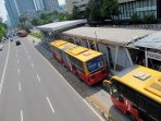 bus-transjakarta-koridor-i-berjalan-beiringan_20151120_113402.jpg