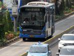 bus-transjakarta-melintas-di-kawasan-sudirman.jpg