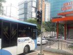 bus-transjakarta-saat-uji-coba-menuju-halte-tendean_20180402_121941.jpg