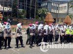 cara-polisi-hadapi-demo-mahasiswa-surabaya-tak-pakai-peluru-karet-hingga-ada-pasukan-asmaul-husna.jpg