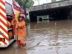 cawang-banjir-underpass-uki-tak-bisa-dilewati_20200102_042047.jpg