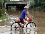 cawang-banjir-underpass-uki-tak-bisa-dilewati_20200102_042415.jpg
