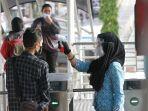 cek-suhu-penumpang-busway-transjakarta_20201218_082334.jpg