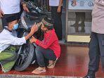 Cerita Dibalik Foto 2 Santri Peluk dan Cium Motor di Kantor Polisi, Buat Kapolsek Ikut Terharu