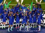 cesar-azpilicueta-tengah-merayakan-dengan-trofi-setelah-memenangkan-final-liga-champions.jpg