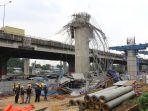 cetakan-untuk-pengecoran-beton-proyek-tol-becakayu-ambruk_20180220_185353.jpg