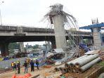 cetakan-untuk-pengecoran-beton-proyek-tol-becakayu-ambruk_20180220_190121.jpg