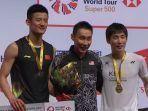 chen-long-di-atas-podium-kemenangan.jpg