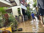 Ketinggian Banjir di Cipinang Melayu Surut, Kini Sisa 30 Cm, Warga Mulai Menengok Rumahnya