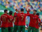 cristiano-ronaldo-dan-bruno-fernandes-melakukan-tos-bersama-pemain-portugal.jpg