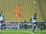 cristiano-ronaldo-mencetak-gol-kedua-juventus-saat-lawan-parma.jpg