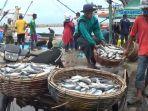 cuaca-buruk-pengaruhi-nelayan-aceh_20170105_161108.jpg