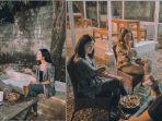 VIRAL Video Pemuda Bangun Cafe Bersama Teman, Hari Pertama Buka Pengunjung Membludak