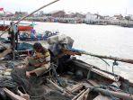 dampak-pandemi-covid-19-bagi-nelayan-palabuhan-tanjung-emas-sema_20200508_125634.jpg