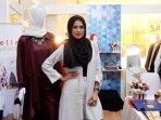 delia-septianti-hadiri-pameran-hijab_20160921_203834.jpg