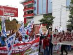demo-buruh-di-depan-kantor-gubernur-jateng_20171116_081622.jpg