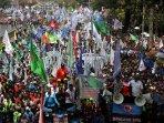 demo-buruh-tuntut-perbaikan-ekonomi-indonesia_20150901_165902.jpg